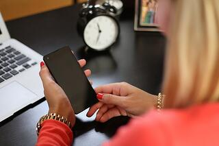 Female-professional-desk-phone.jpg